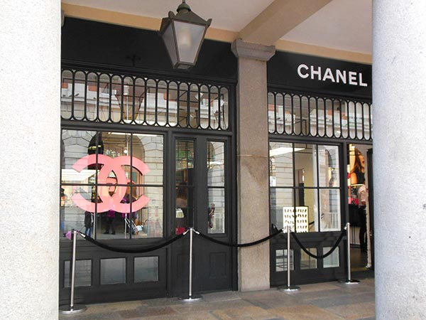 Pop Up Chanel Store In Covent Garden London
