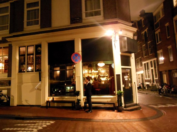 Cocktails in Amsterdam at cocktailbar Hiding in Plain Sight (HPS)