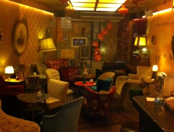 hipster cafe in amsterdam cafe brecht met een oost