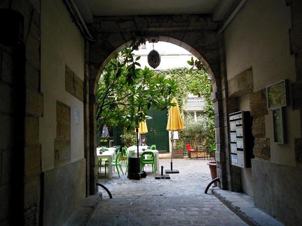 Restaurant derri re paris hotspot for dinner or brunch in for Le miroir resto paris