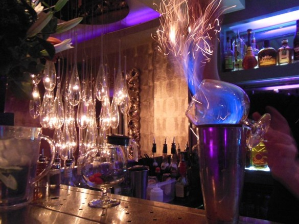 Cocktails in amsterdam cocktailbar njoy in the city centre for Door 74 amsterdam