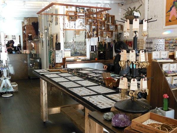 brooklyn-charm-shopping-in-williamsburg-ny