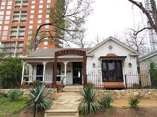 Rainey Street Austin Texas | best bars in Austin | via ...