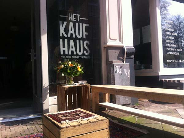 kaufhaus amsterdam vintage winkel in de pijp via yourlbb. Black Bedroom Furniture Sets. Home Design Ideas