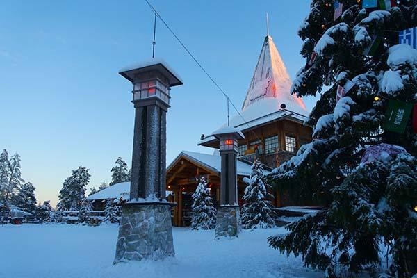 santaclaus-village-lapland-finland