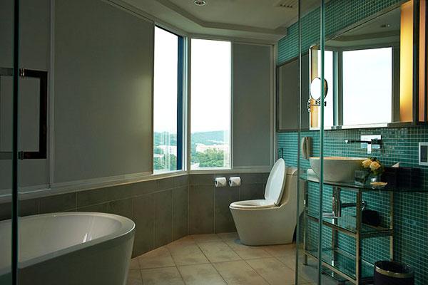 Pullman_Hotel_KL_Bathroom