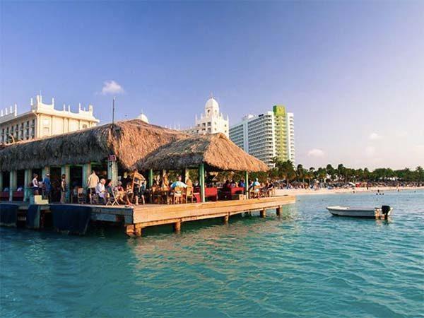 Bugaloe Beach Bar & Grill