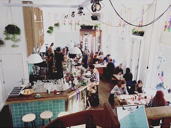 the breakfast club haarlemmerplein amsterdam 600x450