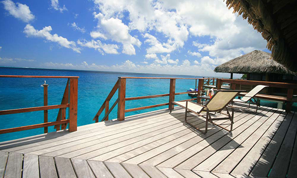 HUHTTB_Overwater_Bungalow_Deck_1000x600_29626 (1)