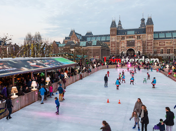 aad79d8f116 Ice Amsterdam // ice skating on Museum Square