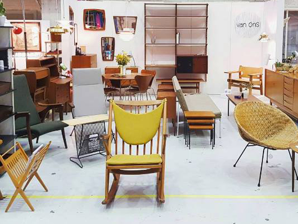 Design Vintage Meubels.Vintage Furniture Stores In Amsterdam Your Little Black Book