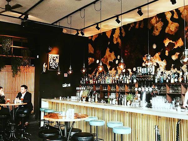 date night en drinks in amsterdam