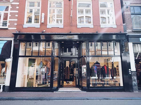 Essentiel Antwerp Amsterdam