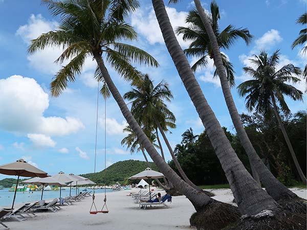 swing at Sao beach phu quoc