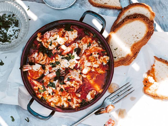RECEPT: pittige gegrilde garnalen met feta en Ouzo